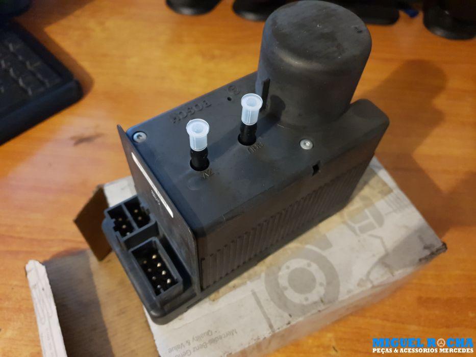 Bomba de vácuo fecho central Mercedes W202 Ref A202 800 15 48 nova e original