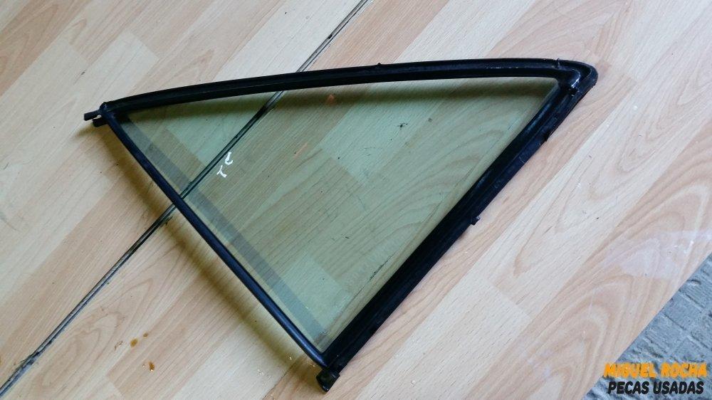 Vidro triangular porta de trás esquerda Mercedes 190